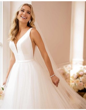 Simple V-neck Ivory Tulle Pleated A-line Wedding Dress NWD2122