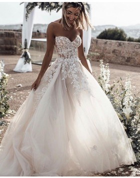 Sweetheart Lace Applique Tulle Wedding Dress